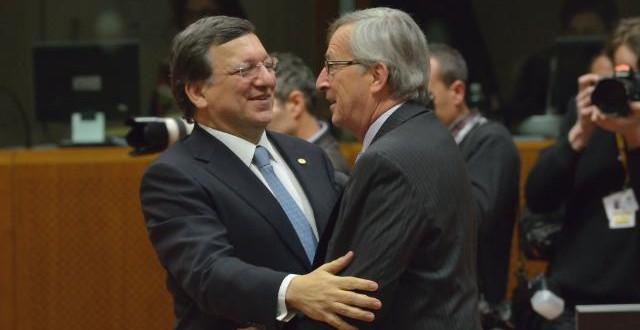 Barroso abraça Juncker © European Union, 2014